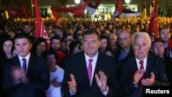 Milorad Dodik sa saradnicima pozdrvlja rezultate referenduma o Danu RS ( REUTERS/Dado Ruvic)