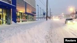 Une avenue bloquée après la chute de neige record à Erie, Pennsylvanie, États-Unis, 26 décembre 2017. Avec l'aimable autorisation d'Instagram @BLJEFFERYS/ via REUTERS