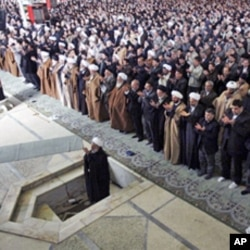 Iranian senior cleric Hojjatoleslam Kazem Sediqi leads Friday prayer at Tehran University on 12 Feb 2010