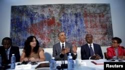 دیدار باراک اوباما رئیس جمهوری ایالات متحده با گروهی از فعالان سیاسی و مدنی و دگراندیشان کوبایی در محل سفارت آمریکا در هاوانا - ۳ فروردین ۱۳۹۵