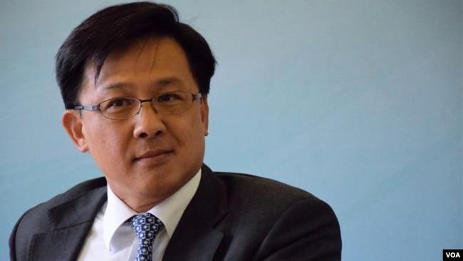 何君尧获颁中国政法大学名誉博士学位