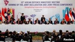 東盟國防部長們在新加坡舉行聯合記者會 (2018年10月19日)