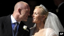 England rugby player Mike Tindall prepares to kiss his new bride Britain's Zara Phillips, granddaughter of Queen Elizabeth II, after their wedding ceremony at Canongate Kirk in Edinburgh, Scotland, July 30, 2011