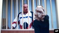 Фото Скрипаля і зали суду в Росії, де він зізнався у співпраці з британською розвідкою і був засуджений 2006р. до 13 років в'язниці