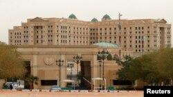 کمپین ضدفساد مالی در عربستان از ۴ نوامبر ۲۰۱۷ آغاز شد و همه متهمان در هتل ریتزکارلتون شهر ریاض در بازداشت بودند.