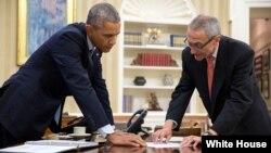 ولسمشر اوباما د بدلون تر شعار لاندې په ۲۰۰۸ کال کې واک ته ورسید