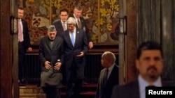 美國國務卿克里3月25日訪問阿富汗時與阿富汗總統卡爾扎伊會晤(資料照片)
