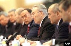 Qozog'istonda hukumat xalq dardini tinglashga bel bog'lagan, deydi Kairat Karmanov