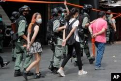 香港警察逮捕了数名参加反对港版国安法游行的示威者。(2020年7月1日)