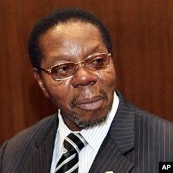 President Bingu wa Mutharika's new cabinet eliminates 14 posts.