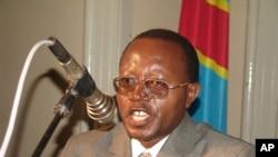 Le défenseur des droits humains Floribert Chebeya, de l'organisation Voix des Sans Voix, lors d'un séminaire à Kinshasa, Congo, en janvier 2010. (AP Photo / Marcel Shomba Okoka)
