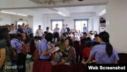 廣州聖經歸正教會在做禮拜時受到當局的衝擊騷擾。 (推特圖片)
