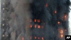 En images : incendie mortel d'une tour HLM à Londres