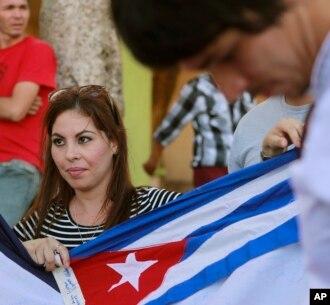Cerca de ocho mil cubanos quedaron varados en ese país cuando intentaban llegar por tierra a Estados Unidos. Como parte de un acuerdo con varios países en Centroamérica, los migrantes cubano ya empezaron a retomar su viaje a EE.UU.