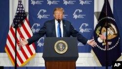 """El presidente Donald Trump volvió a criticar el domingo 7 de abril de 2019 a los medios de prensa, a los que catalogó de ser """"una broma""""."""