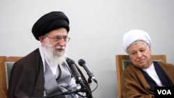 Mantan Presiden Iran Akbar Hashemi Rafsanjani (kanan) dengan Ayatollah Mohammad Reza Mahdavi Kani.
