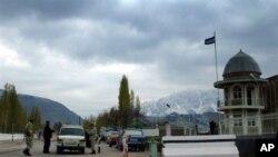 Обыск автомобиля на границе Кыргызстана. Фото АП