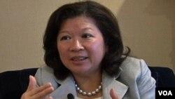 Menteri Perdagangan Mari Pangestu dalam wawancara di Hotel Mayflower Washington DC (Foto: dok)