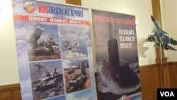 俄羅斯國防出口公司和蘇式戰鬥機模型。(美國之音白樺拍攝)