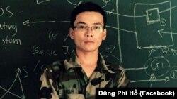 Nguyễn Viết Dũng rất thích mặc quân phục Việt Nam Cộng Hòa.