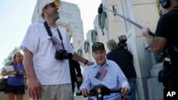 Jeff Morgan (L) and his father, World War II Marine veteran Eugene Morgan, both of Collierville, Tennessee, arrive to visit the World War II Memorial in Washington, Oct. 2, 2013.