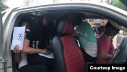 ပံု- ကားထဲမွာ အဆမတန္သယ္လာျပီးလူကုန္ကူးခံရတဲ့ျမန္မာမ်ား(လန္းပန္းခရိုင္)