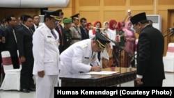 Pelantikan Bupati dan Wakil Bupati Tulungagung terpilih di Kementerian Dalam Negeri, Selasa, 25 September 2018. Syahri tetap memenangkan pilkada meski sudah dalam tahanan Komisi Pemberantasan Korupsi. (Foto: Humas Kemendagri)