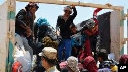 Beberapa warga sipil Irak yang melarikan diri dari pertempuran di Fallujah (foto: dok).