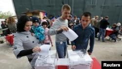 Cuộc trưng cầu dân ý tìm kiếm sự chấp thuận của cử tri trong việc thành lập nước cộng hòa nhân dân có chủ quyền tại hai vùng Donetsk và Luhannsk.