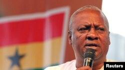 Le président John Dramani Mahama tente d'assainir le secteur des mines informelles