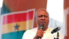 Ghanaian President John Mahama addresses supporters in Accra, Dec. 10, 2012.