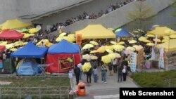 多个团体政总外纪念雨伞运动半周年(参与网图片)