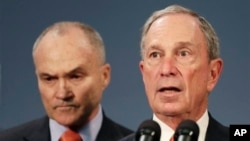 New York City Police Commissioner Raymond Kelly, left, and Mayor Michael Bloomberg hold news conference, New York, April, 25, 2013.