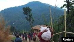People displaced by fighting in north-western Myanmar between junta forces and anti-junta fighters walk in Chin State, Myanmar, May 31, 2021. Picture taken May 31, 2021. REUTERS/Stringer
