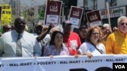 洛杉磯縣勞工聯盟執行長杜瑞若(右二)