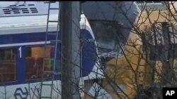 Hai đoàn tàu chở khách đã đâm vào nhau gần một công viên ở Amsterdam