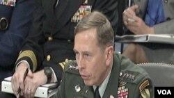 General Petraeus prilikom svjedočenja u Senatu