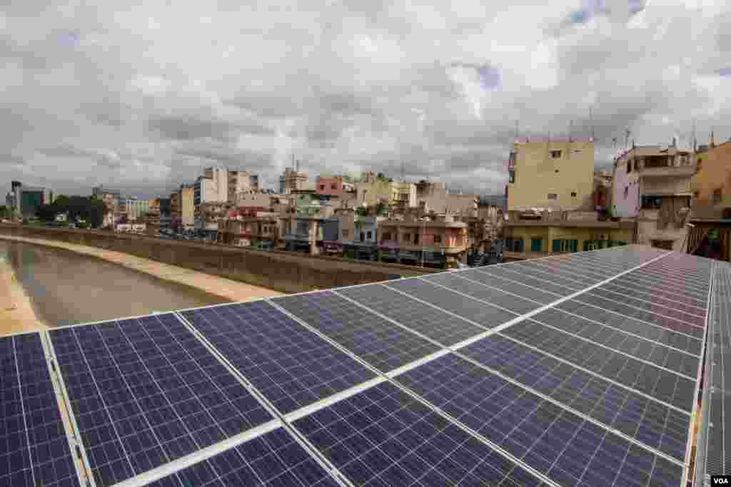The Solar project is expected to generated 1MW of power, enough to supply 1,000 homes with electricity. (VOA / J. Owens)