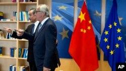 欧盟主席让.克洛德.容克和中国外长王毅 在欧盟布鲁塞尔总部(2018年6月1日)