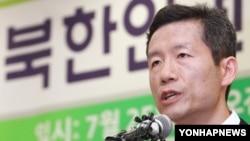 25일 서울에서 석방 기자회견을 가진 북한인권운동가 김영환 씨..