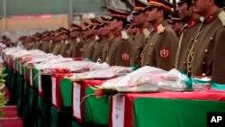 جنازه های سربازان کشته شده، با تشریفات خاص، به خانواده های شان سپرده شدند