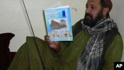 توزیع 50 هزار جلد کتاب سواد آموزی و رادیو به ساکنین قندهار
