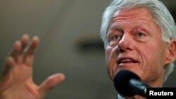El expresidente Bill Clinton es un fuerte defensor del nuevos Sistema de Salud, aunque sostiene que es necesario cumplir con las promesas hechas.
