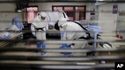 La medida busca evitar que una persona sin saberlo, y portadora del virus de Ébola, pueda transmitir la enfermedad a otras personas dentro de EE.UU.