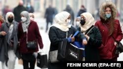 BOSNIA AND HERZEGOVINA -- PANDEMIC CORONAVIRUS BLACK FRIDAY -- Women wearing face masks walk in Sarajevo, in the midst of the COVID-19 coronavirus pandemic, in Sarajevo, Bosnia and Herzegovina, 24 November 2020. EPA-EFE/FEHIM DEMIR