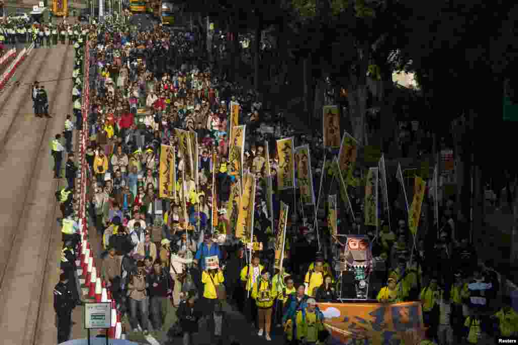 Thousands of pro-democracy protesters march in the streets to demand universal suffrage and urge Hong Kong's Chief Executive Leung Chun-ying to step down, Hong Kong, Jan. 1, 2014.