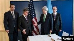 Ukrainian businessman and politician Petro Poroshenko (2nd L) and U.S. Secretary of State Kerry shake hands as Vitali Klitschko (L) and Arseniy Yatsenyuk look on, prior to a meeting in Munich, Feb. 1, 2014.