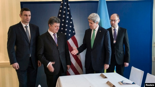 Ukrainian businessman and politician Petro Poroshenko (2nd L) and U.S. Secretary of State Kerry shake hands as Vitali Klitschko (L) and  Arseniy Yatsenyuk look on, prior to a meeting in Munich, Feb. 1, 2014.