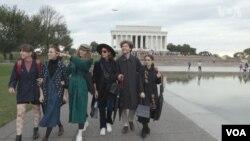 """""""ЦеШо"""" біля Меморіалу Лінкольна у Вашингтоні"""