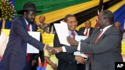 President Salva Kiir (l) and opposition leader Riek Machar (r) exchange copies of a peace deal agreed to in January 2015. At least 9 deals have been signed for South Sudan but none respected.